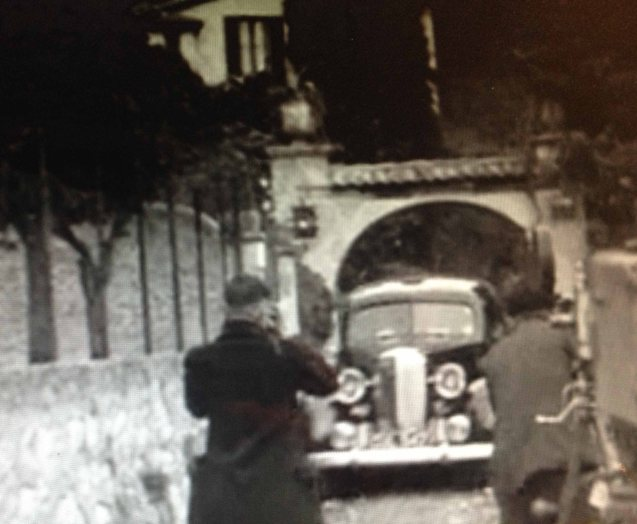 Mrs Simpson's car arriving back at Villa Lou Viei, Cannes, on 7 December 1936 © British Pathé