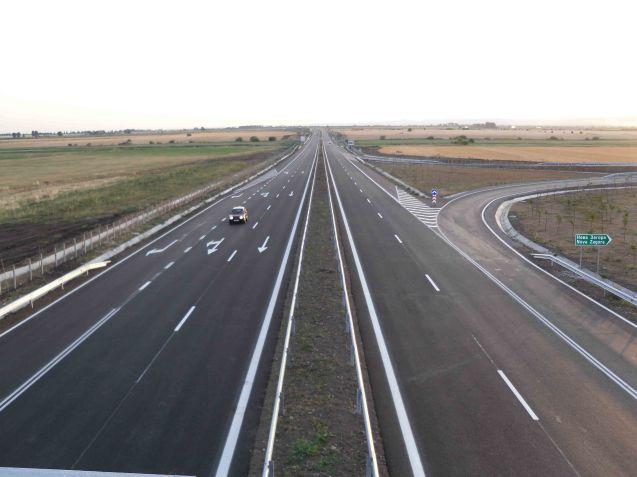 The Trakia Highway near Nova Zagora. Photo © Bikerboy-93, Wikicommons licence.