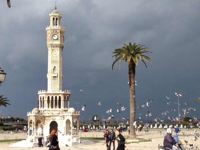 The Consul-General was in Ìzmìr for meetings about the city's bid for the 2020 Expo World Fair. But also for the Edinburgh World Writers' Conference and meetings with local students. Izmir's Clock Tower, in the main Konak Square, was actually built by a French architect in 1901. The clock was a gift from German Emperor Wilhem II.