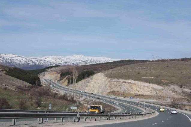 The Struma highway heading north near Sofia. Photo © Apostoloff, wikicommons licence.