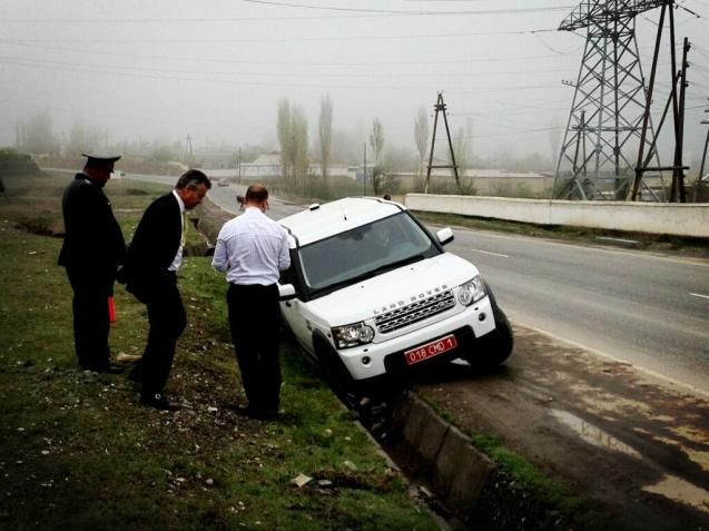 """Another driver's manoeuvre... Evasive action... We're in the ditch : ( """