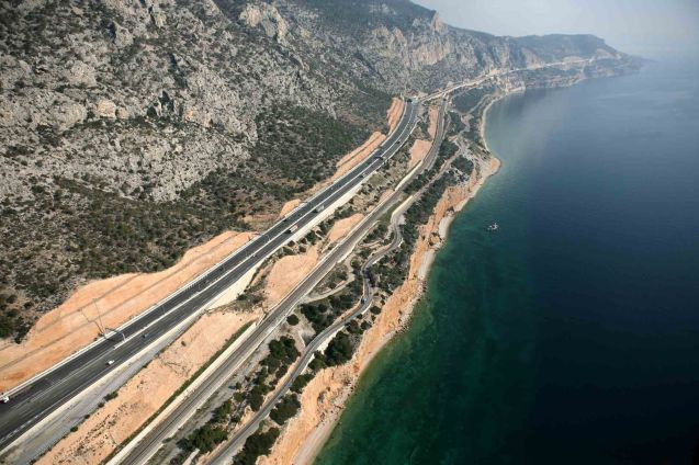 A complete section of the Aegean motorway between Thessalonica and Lamia