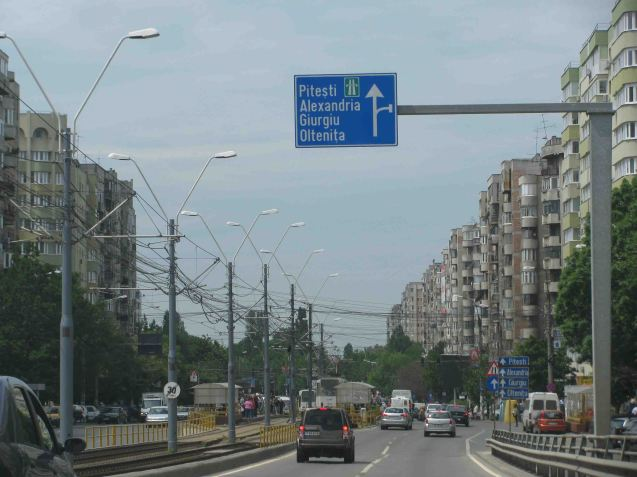 Exit through Sector 6: Bucharest is split into six administrative districts but spookily, they don't have names just numbers. Sector 6 is in the west, roughly the direction of Pitesti. Lined both sides with the typical 'panel' housing blocks. Uniform - and a feature of every former eastern block country - not just out of ideology but because the concrete panels they are made from could be mass produced. Incidentally, the picture is taken just as we come off Podul Grant, a railway bridge, named after Effingham Grant, the British consul to Bucharest in the mid-19th century (and built by his son).