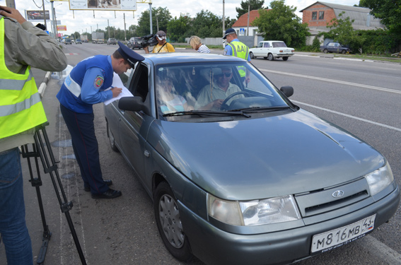 Ukraine. Which ever way you cut it, police are making an effort to engage with foreign visitors. Fairly or not, Ukraine law enforcement has the reputation for targeting visiting drivers with the aim of lining the pockets with the fruits of under the counter transactions.
