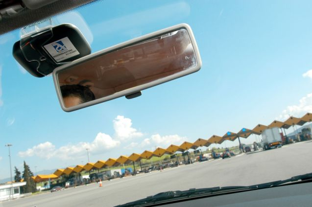 Autopay tags attach behind the rearview mirror.