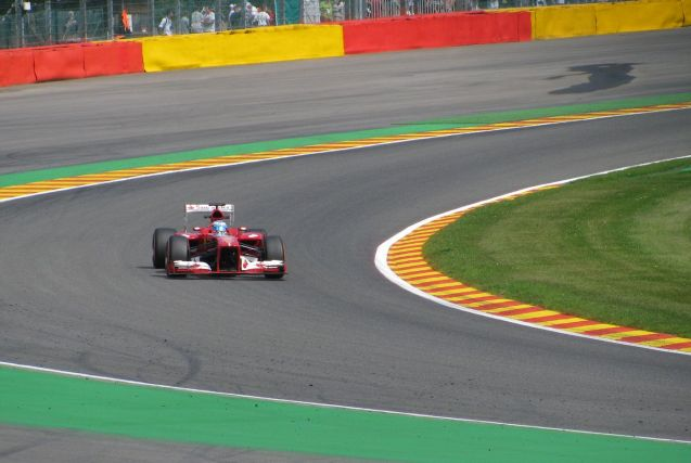 Fernando Alonso at the Fagnes chicane.