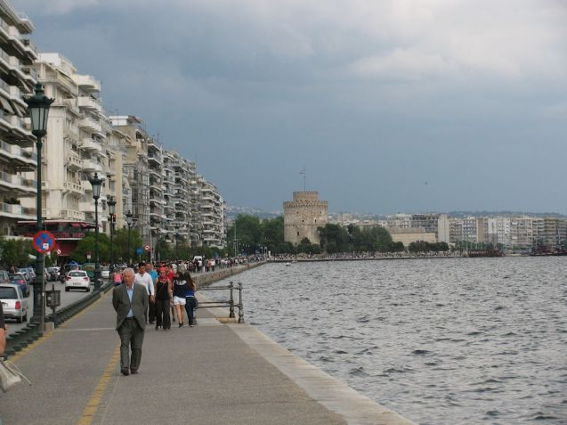 Creeping pedestrianisation. Northern Greek city Thessaloniki unveiled plans today to ban cars from the promenade, Nikis Avenue.
