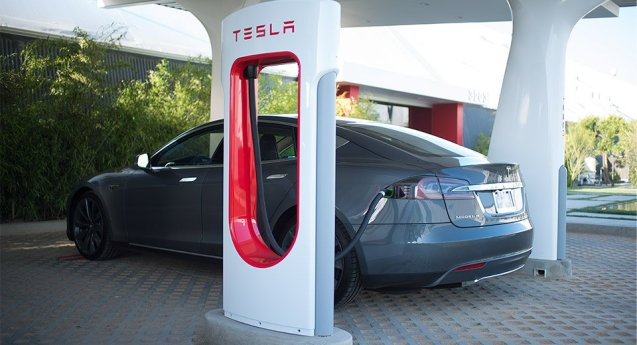 The first two Tesla superchargers in continental Europe opened this week, in the Netherlands. One is in the east, south east of Arnhem, at the AC restaurant on the A12 at Zavenaar. The other is in the south west, at the Autogrill services on the A27 at Oosterhout, north of Breda. Superchargers give 50% charge in 20mins or 80% in 40mins, for free. There are now eight installations in Europe, the rest in Norway. By the end of 2014, 100% of the population of Netherlands, Belgium, Luxembourg, Germany, Austria, Switzerland and Denmark will live within 320km of a supercharger (90% for England, Wales and Sweden).