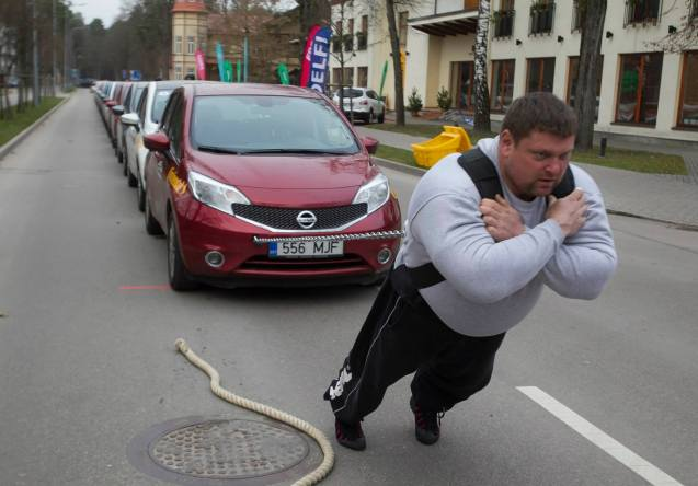 LITHUANIA. Zydunas Savickas sets a new word record for pulling cars on Sunday. The 38 year old strongman dragged twelve Nissan Notes weighing 12.9t five meters in 32.9 seconds at Druskininkai in southern Lithuania (yes the car in front has an Estonian licence plate).
