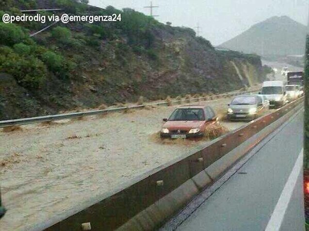 The most intense rain in ten years has seen extensive flooding in Tenerife today