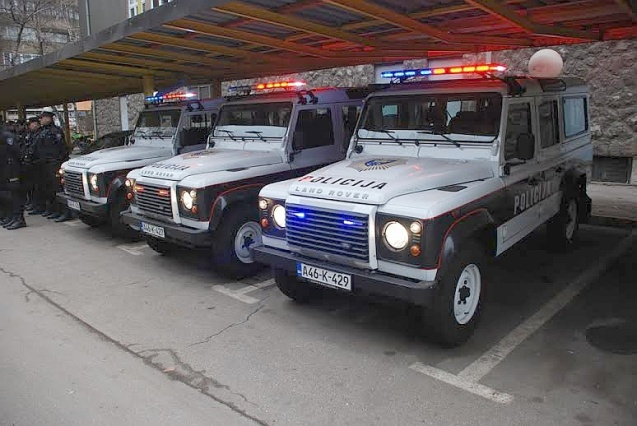 BOSNIA. Police in Zenica, central Bosnia, have taken delivery of three new Land Rovers today, ideally suited to the mountainous terrain in the region. Meanwhile it was announced yesterday that a five year project to rejuvenate 1,350km of roads around the country has been completed, on time and on budget. Most importantly, the funds are finally in place to start construction of the first stretch of Corridor 5C north of Zenica. Much of the motorway – eventually connecting Budapest and the Adriatic – is already open between Zenica and Sarajevo with works on-going further south. National roads builder Autoceste FB&H hopes to have 120km of 5c open this year, over twice that currently in use.