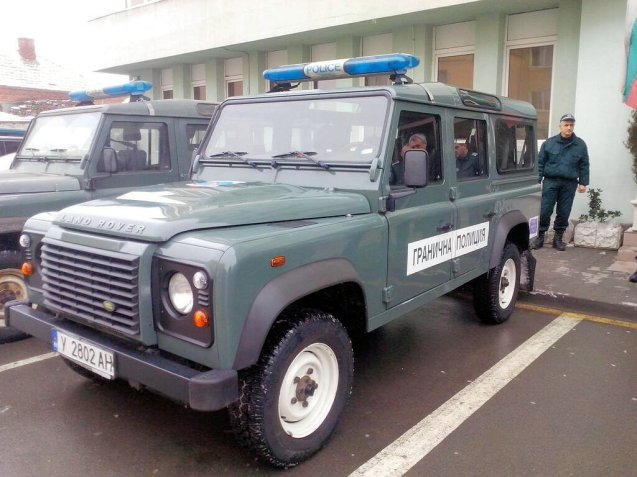 SVILENGRAD: Bulgarian Border Police vehicles are now equipped with winter tyres thanks to a grant from the British Embassy. A donation of 47,000LEV (almost £20,000) bought 196 tyres for the Land Rover Defenders and 32 for the Nissan Patrols. The group protects the Turkish border in the mountainous south east of Bulgaria, guarding against large scale migration but also helping asylum seekers escaping from the war in Syria.
