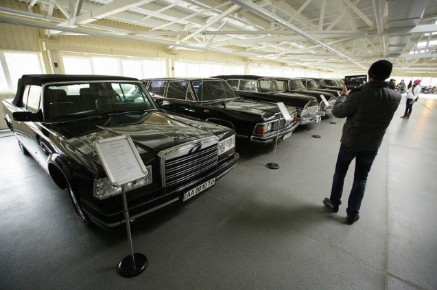 Yanukovych had his own seventy strong car museum, each exhibit coming with its own information sheet. As well as this range of ZILs was a 1950 Rolls Royce, a Chevrolet Impala and a wide selection of Fiat 500s.