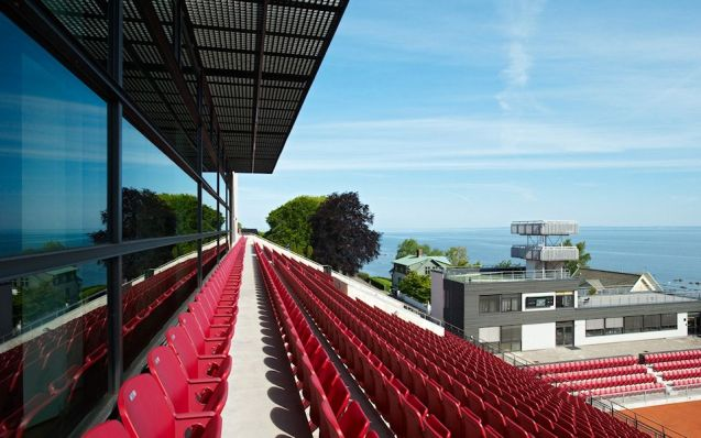 Spectators on the upper rows of the tennis grandstand can see the sea. Photo courtesy of Tengbom Architects.