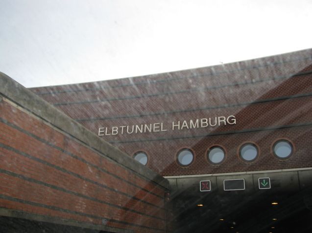 Long term road works on the Elbtunnel on the A7 in Hamburg starting today kick off road building season in Germany. More later. Photo @DriveEurope.