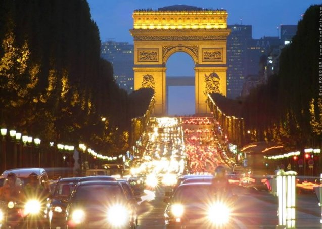 Paris traffic. Photo Eric Rougier, www.FromParis.com