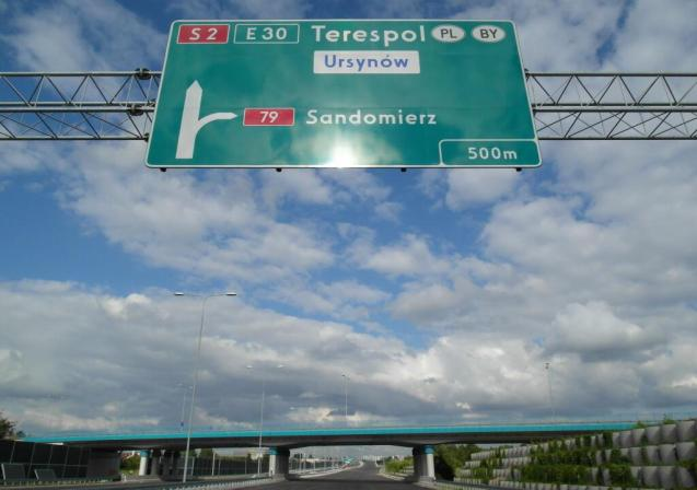 A2 Berlin-Warsaw-Belarus is incomplete only between Warsaw and the Belarus border, at Terespol. 79 heads 120 miles south off the Warsaw ring. Sandomierz is a modestly sized town but a major tourist attraction because of its old town.