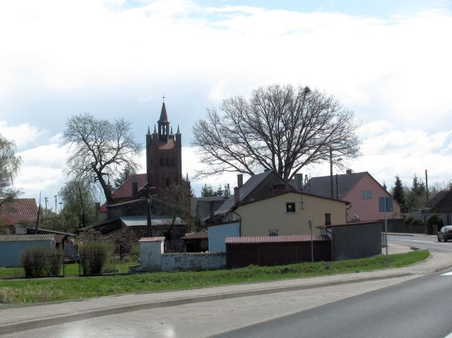 Wielgoszcz: an entirely typical (northern) Polish village from what we saw, neat and well kept. Note the elaborate church.