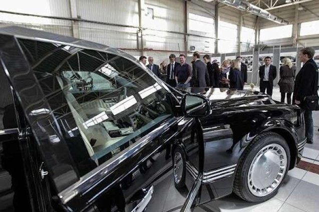 The final design of President Putin's new official limousine has finally been unveiled, and with it a new family of vehicles to be bult on the same platform. More later.