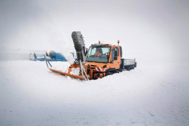 As we reported last week, Austria's Grossglockner blue riband mountain pass is open and apparently it's all thanks to @MercedesBenz: 'Despite spring storms and over 3m of snow, Unimog handled business. Pass now open for business.' Also, today, Norway's most famous road Trollstigen