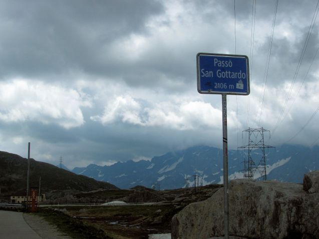 Meanwhile, about halfway along the valley, a few metres before the border of Uri and Ticino – the German and Italian speaking parts of Switzerland – is an innocuous looking turnoff to the right for Passo San Gottardo, aka Tremola, the original pass road which peaks a little higher at 2106m.