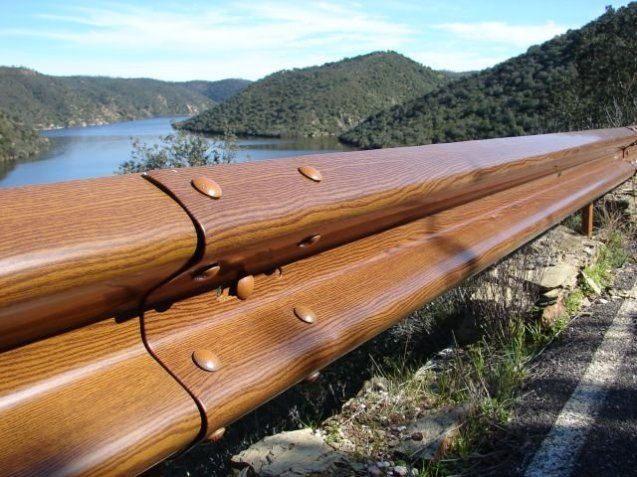 New wood-effect crash barrier have been installed at the Tagus National Park in Portugal by French supplier roadis.fr. Also available in grass.