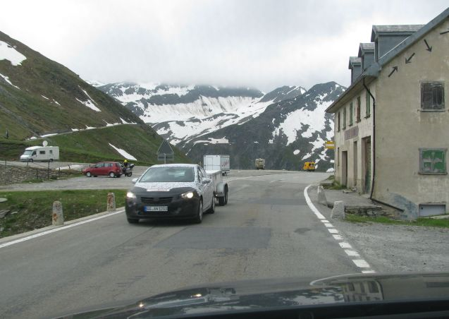 Spy photographers should abandon the Arctic Circle and the Nurburgring in favour of the Alpine Mountain Passes. Last week we saw on fully burqa'd mid-size SUV at the bottom of Grossglockner in Austria, plus a few Skoda estates on towing duty. Then Hyundai - we think - on the