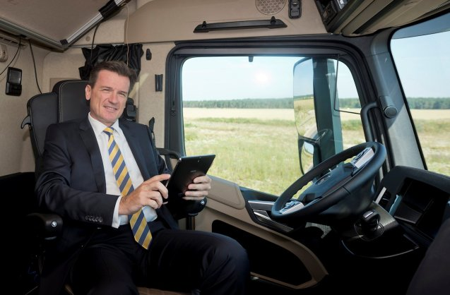 Dr. Wolfgang Bernhard, member of Daimler's Board of Management and responsible for Daimler Trucks and Buses, presents the Future Truck 2025.