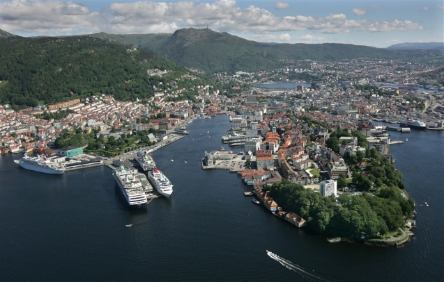 Bergen harbour: photo VisitBergen.com/Per Eike.