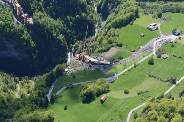 A new bridge under construction in eastern Switzerland will have the longest single span in the country. Its most notable feature however will be its dizzying height.