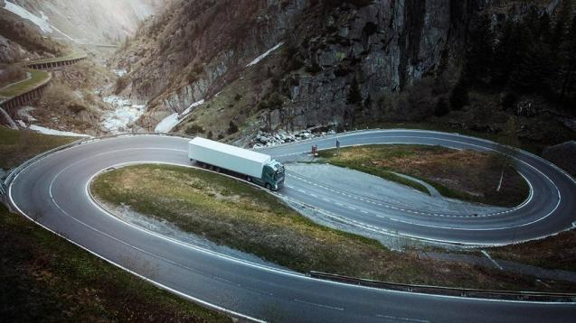 Truck descends north section of the Gotthard Pass, Switzerland. Photo via @VolvoTrucksUK, @BrainWeatherle3