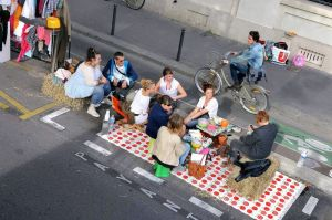 It's Park(ing) Day today. Give a parking space a makeover then sit down for something to eat. Surely users will be delighted to have something so singular and dully practical transformed into something everybody can enjoy. Similarly, Help yourself to one of those cakes, It's an annual event in towns and cities across France.