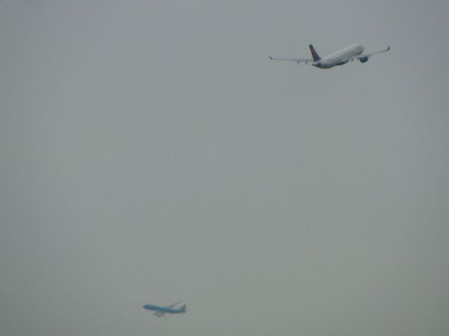 Or, even better, two majestic airliners taking to the sky right in front of you.