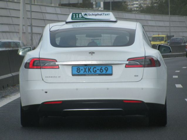 There are other auto-aeroplane sights to see on the A4 too like this Tesla Model S taxi, one of 167 recently delivered to the airport's fleet (which did the company's controversial quarterly sales figures no harm at all).