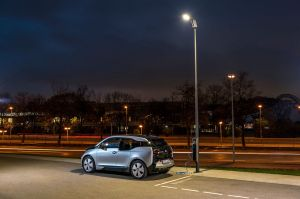 Light + Charge: BMW's electric i3 can now be charged from street lights. Not any old street lights obviously, only specially designed BMW 'modular LED' street lights. Now installed at BMW Welt in Munich but no doubt coming
