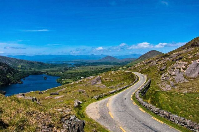 R574 Healy Pass: crossing the border between Kerry and Cork in south west Ireland, across the Beara Peninsula and Caha Mountains. Tops out at 300m with panoramic views of Bantry Bay to the south. The ultimate Irish drive says @BMWIreland (via @flet_out).