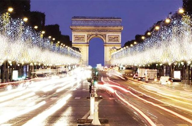 Champs Elysee, Paris. Photo via @Paris.