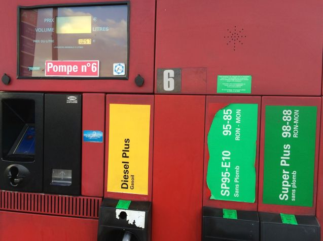 Fuel pumps France, December 2014, photo @DriveEurope. Label on unleaded 95 petrol includes E10 to reflect bioethanol content of 10%. Diesel pumps should also be clearly labelled says ACEA and FuelEurope.