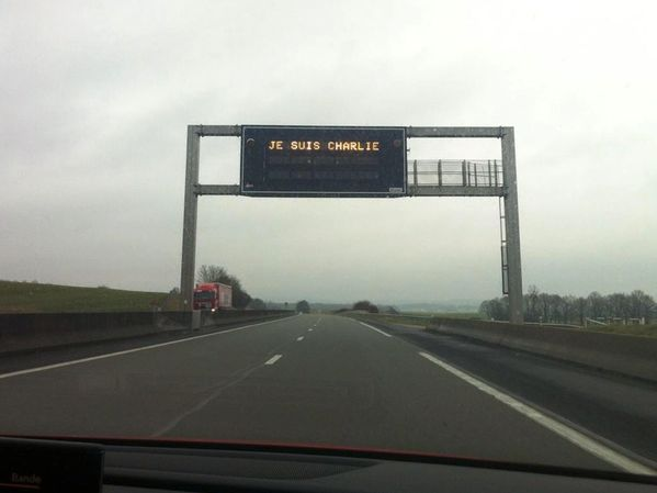 #JeSuisCharlie: motorway operators in France stand in solidarity with many others today. Photo @AgnesCPoirier