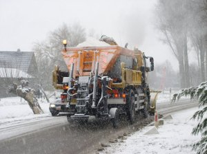 Loving the Dutch name for snowplough/gritter truck: Strooiwagen. According to national road directorate Rijswaterstraat, trucks dumped a barely believable 5.6 million kilograms (5,600 tonnes)of salt on the roads this afternoon in 673 trips driving more than 30,000km.