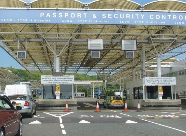 passport control3