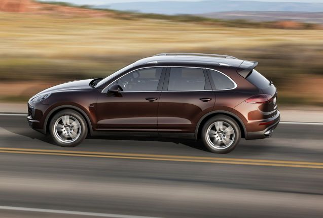 Hire a Cayenne S Diesel with Tiptronic S automatic gearbox for €79 per hour (100km), €199 for three hours (250km), €319 per day (500km), €599 for a long weekend (750km) or €2099 per week (1500km).