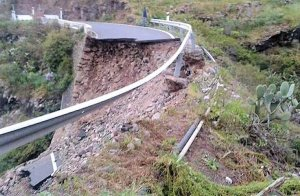 Spain: persistent rain over the past few days saw the CV-175 road from Castellon up to Villahermosa del Rio completely collapse yesterday. With an amber Meteoalarm for more heavy rain today in the Valencia region, and flooding already reported