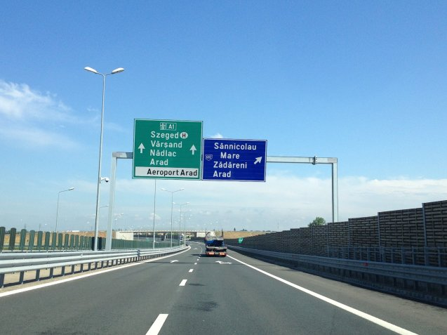 The A1 in western Romania, towards the Hungarian border at Arad. Photo @DriveEurope.