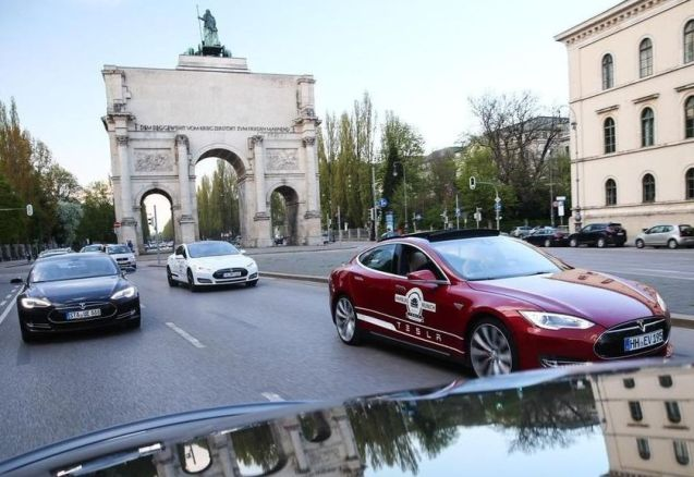 Siegestor War and Peace monument, Leopoldstrasse, northern Munich: Tesla Model S drivers near the end of a 1200km road trip from Hamburg to Feldkirchen near the Austrian border, 'refuelling' only by newly installed superchargers. Tesla now has 37 of the quick chargers around Germany which, it says, will always be free to use for Model S owners. Photo @TeslaMotors