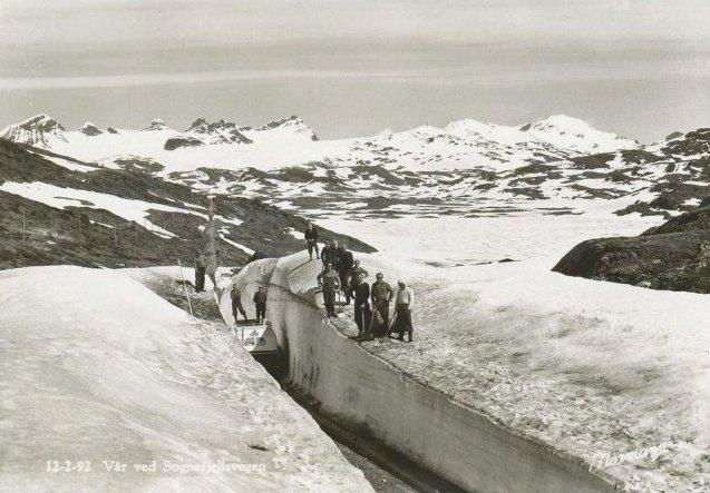 Spring along Sognefjellsvegen, Scandinavia's highest mountain pass, circa. 1950. Photo via @Elusive_Moose