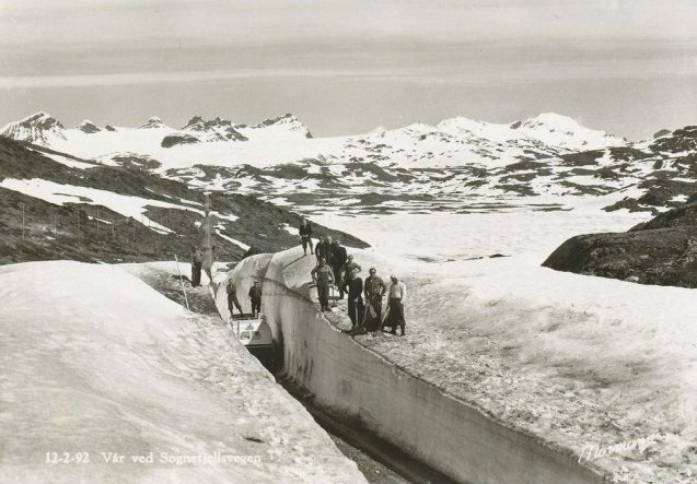 Spring along Sognefjellsvegen, Scandinavia's highest mountain pass, circa. 1950. Photo via @Elusive_Moose