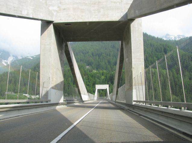 Considering Ganter Bridge – Ganterbrucke - was built 1976-1980 it is wearing well.