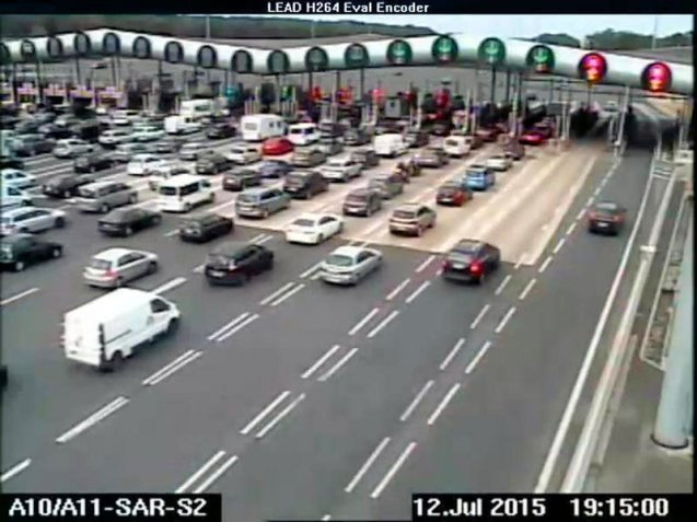 The queues at the Saint-Arnoult peage on the A10 towards Pars last night clearly show few drivers using the automatic toll tag lanes (right). Maybe the SanefTolling.co.uk tag – available for an upfront payment of €39.10, or with a €13 discount via Eurotunnel – really is worth having at the busiest times. See more.