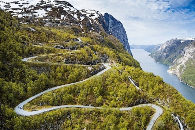 Norway's Lysevegen Road.